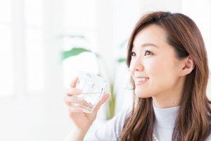 水を飲むだけで太っちゃう?女性ダイエッターの大敵『水太り』の誤解と真相