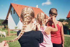 これができれば間違いなくヘアアレンジ上級者!『平四つ編み』の編み方
