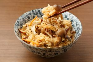 やきとりにおでんの残り汁まで!意外な具で作る簡単おいしい『炊き込みご飯』レシピ