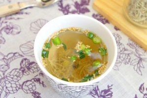 【ダイエットにも!】お湯を注ぐだけで完成!じゃこと青ネギの簡単鶏スープのレシピ