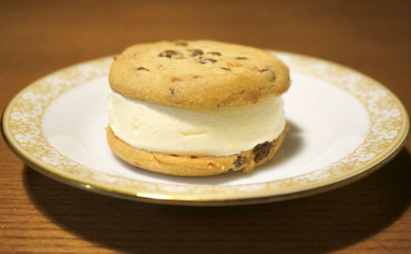 ステラおばさんのクッキーサンドアイス