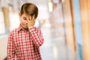早ければ小学校3年生前後で発症!『パニック障害』は幼少期の経験が原因になることも!?
