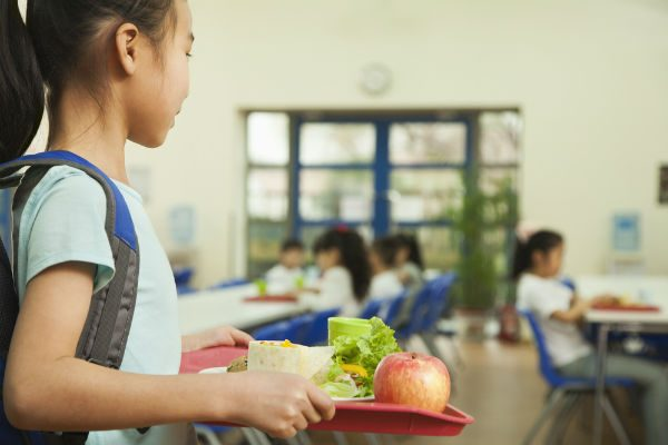 """いきすぎた給食の""""完食指導""""が『会食恐怖症』を引き起こす!?ママがしてあげられることは?"""