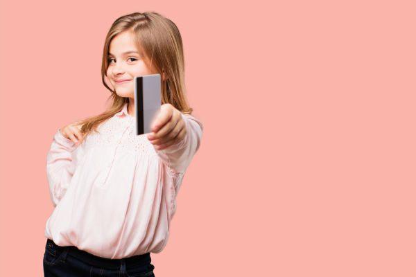 贈与税対象や引き出せなくなるケースも…『子ども名義』の銀行口座、開設前後の注意点は?