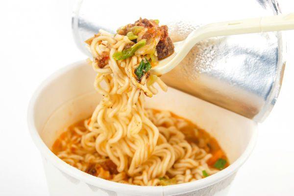 """『カップ麺』がおいしくなる""""ちょい足し""""レシピ【おすすめちょい足しアレンジvol.01】"""