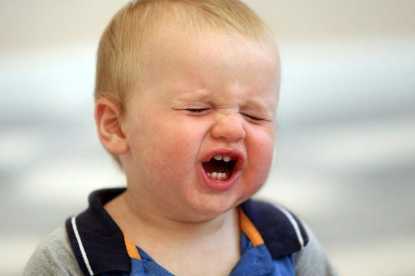 別名『不機嫌病』!?突発性発疹で子どもの不機嫌MAX状態に悩むママたちの声と対応策