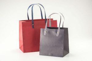 ブックカバーからお財布まで!ママたちの『紙袋リメイク』アイデア6選