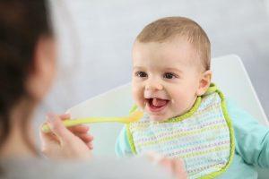 【写真で解説】離乳食中期(7~8ヶ月)への移行はいつから?量の目安は?