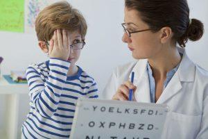 これって近視?見逃さないで!症状別子どもの『視力低下』のサイン