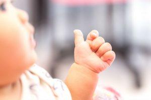 語彙力・集中力にもメリット大!まだ話せない赤ちゃんとの意思疎通術『ベビーサイン』とは?